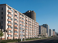 Wohnblocks in Pyongyang, Nordkorea, Asien<br /> block of flats, Pyongyang, North Korea, Asia