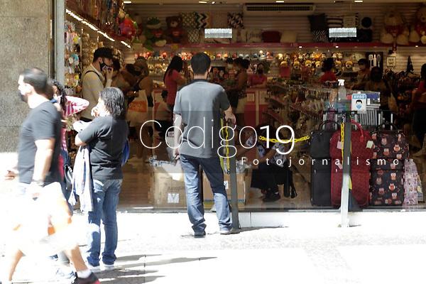 Campinas (SP), 24/04/2021 - Plano SP - A cidade de Campinas (SP) avança neste sábado (24) para a segunda etapa da fase de transição do Plano São Paulo, de controle da pandemia do coronavírus e retomada econômica. Movimentação no comércio do centro da cidade.