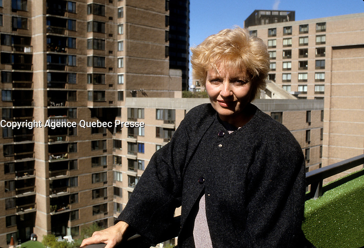 La chanteuse et comedienne France Castel chez elle, le 29 septembre 1987<br /> <br /> PHOTO : Agence Quebec Presse