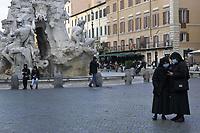 CoviTime.<br /> Roma al tempo del Coronavirus.<br /> Scene di vita quotidiana a piazza Navona.<br /> Rome at the time of the Coronavirus.<br /> Images of daily life in piazza Navona