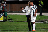 CUCUTA -COLOMBIA, 21-11-2015:Reinaldo Rueda técnico de Atlético Nacional da instrucciones a un jugador durante partido con Cúcuta Deportivo por la fecha 20 de la Liga Aguila II 2015 disputado en el estadio General Santander de la ciudad de Cúcuta./ xxx (L) Reinaldo Rueda coach of Atletico Nacional gives directions to a player during the match against Cucuta Deportivo match for the date 20 of the Aguila League II 2015 played at General Santander stadium in Cucuta city. Photo: VizzorImage / Manuel Hernandez /