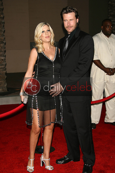 Tori Spelling and Dean McDermott<br />at the 34th Annual American Music Awards. Shrine Auditorium, Los Angeles, CA. 11-21-06<br />Dave Edwards/DailyCeleb.com 818-249-4998