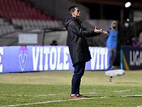 TUNJA - COLOMBIA, 27-02-2021: Abel Segovia, tecnico de Patriotas Boyaca F. C. gesticula durante partido de la fecha 10 entre Patriotas Boyaca F. C. y Atletico Junior por la Liga BetPlay DIMAYOR I 2021, jugado en el estadio La Independencia de la ciudad de Tunja. / Abel Segovia, coach of Patriotas Boyaca F. C. gestures during a match of the 10th date between Patriotas Boyaca F. C. and Atletico Junior for the BetPlay DIMAYOR I 2021 League played at the La Independencia stadium in Tunja city. / Photo: VizzorImage / Macgiver Baron / Cont.