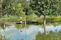 Zufahrt Campingplatz Bootshaus/Naturfreunde Stockstadt  am Erfelder Altrhein - Suedhessen 15.07.2021: Hochwasser am Rhein des sueshessischen Ried