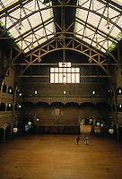 Hendrik Petrus Berlage: Amsterdam Stock Exchange, interior. Photo '87.
