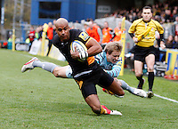 Photo: Richard Lane/Richard Lane Photography. London Wasps v Leicester Tigers. Aviva Premiership. 25/11/2012. Wasps' Tom Varndell  breaks past Tigers' Mathew Tait for a try.
