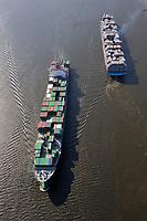 Gigantentreffen: EUROPA, DEUTSCHLAND, HAMBURG, (EUROPE, GERMANY), 16.04.2009: Ever Conquest (vorne) und Carlotte Maersk, Container,  Hamburger Hafen, Elbe, Schiff, Seeschiff, Containerschiff, Logistik, Transport, Wirtschaft, Boom, Reederei AP Moller Maersk, Conti Reederei,   Luftbild, Luftansicht, Luftaufnahme, Aufwind-Luftbilder<br />c o p y r i g h t : A U F W I N D - L U F T B I L D E R . de<br />G e r t r u d - B a e u m e r - S t i e g 1 0 2, <br />2 1 0 3 5 H a m b u r g , G e r m a n y<br />P h o n e + 4 9 (0) 1 7 1 - 6 8 6 6 0 6 9 <br />E m a i l H w e i 1 @ a o l . c o m<br />w w w . a u f w i n d - l u f t b i l d e r . d e<br />K o n t o : P o s t b a n k H a m b u r g <br />B l z : 2 0 0 1 0 0 2 0 <br />K o n t o : 5 8 3 6 5 7 2 0 9 V e r o e f f e n t l i c h u n g  n u r  m i t  H o n o r a r  n a c h M F M, N a m e n s n e n n u n g  u n d B e l e g e x e m p l a r !