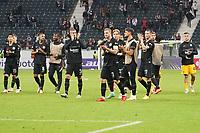 Mannschaft von Eintracht Frankfurt bedankt sich bei den Fans - Frankfurt 16.09.2021: Eintracht Frankfurt vs. Fenerbahce Istanbul, Deutsche Bank Park, 1. Spieltag UEFA Europa League
