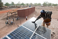 MALI, development project ELCOM, solar-powered battery recharge service station in village Tiele, for a fee villagers can charge car batteries for electric light radio etc / MALI, solar betriebene Batterieladestation im Dorf Tiele, Dorfbewohner koennen gegen eine Gebuehr ihre Autobatterien aufladen, die sie zu Hause fuer Licht, Fernseher oder Radio nutzen, Projekt Elcom durch BMZ finanziert und von der GIZ ehemals GTZ implementiert