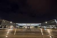 Mit 9 Jahren Verspaetung wurde am 31. Oktober 2020 der Flughafen Berlin-Brandenburg BER in Schoenefeld eroeffnet.<br /> Im Bild: Blick auf das Hauptgebaeude am Abend.<br /> 31.10.2020, Schoenefeld<br /> Copyright: Christian-Ditsch.de