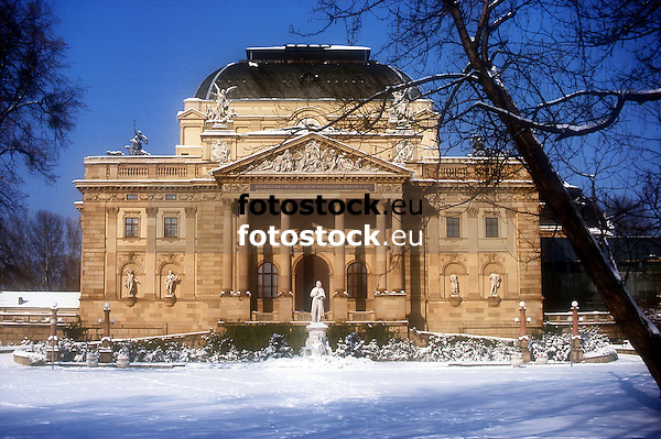 Theatre of Wiesbaden in Winter<br /> <br /> Teatro de Wiesbaden en invierno<br /> <br /> Staatstheater Wiesbaden im Winter<br /> <br /> 1656 x 1102 px<br /> Original: 35 mm slide transparency