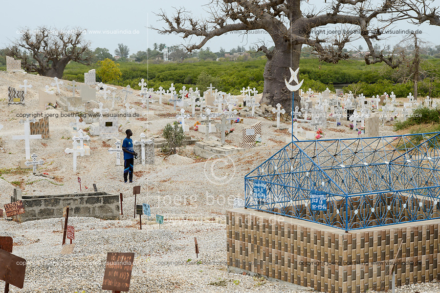 SENEGAL, Island Fadiouth, mixed cemetery for muslims and christians / Insel Fadiouth, christlicher und muslimischer Friedhof