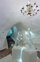 Europe/France/Rhône-Alpes/38/Isère/l'Alpe-d'Huez: La Grotte de Glace à 2700m accessible par le télécabine des Grandes Rousses grotte creusée dans la neige par deux guides de haute montagne bruno Gardent et Bernard Lambolez