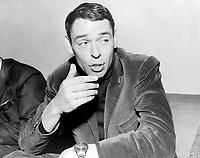 Sujet : Jacques Brel<br /> Date : Entre le 22 et le 28 novembre 1965<br /> - Agence Quebec Presse