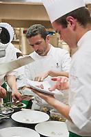 Europe/France/Midi-Pyrénées/12/Aveyron/Aubrac/ Laguiole: Hôtel-Restaurant Bras - Sébastien Bras en cuisine [Non destiné à un usage publicitaire - Not intended for an advertising use]