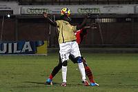CÚCUTA -COLOMBIA, 26-07-2013.  JJhon Lozano (Der.) jugador del Cucuta Deportivo disputa el balón con Yesid Mena(Izq.) del Itagui, durante partido  por la fecha 1 de la Liga Postobon II disputado en el estadio General Santander de la ciudad de Cucuta, julio 26 de 2013./  Jhon Lozano (R) Cucuta Deportivo player fights for the ball with Yesid Mena (L) of Itagui during match of the date 1th for the Postobon League II at the General Santander Stadium in Cucuta city, July 26, 2013. Photo: VizzorImage/STR