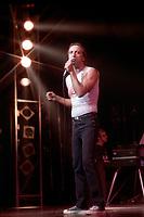 CLAUDE DUBOIS, presente son spectacle<br /> LE CHANTEUR CHANTE,<br /> le 29 Janvier 1986,<br /> a la Place des arts de Montreal<br /> <br /> <br /> PHOTO : Agence Quebec Presse