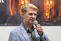 """Augenzeuge des Odessa-Massaker berichtet ueber die Morde am 2. Mai 2014 und die Entwicklung dahin.<br /> Am 2. Mai starben bei einem Massaker in und vor dem Gewerkschaftshauses in Odessa nach offiziellen Angaben mehr als 50 Menschen. Die Zahl der Toten liegt vermutlich hoeher, denn viele Menschen aus dem brennenden Gebaeude fluechteten, wurden auf der Straße erschlagen. Die Tageszeitung """"junge Welt"""" empfing den den Ueberlebenden, Oleg Muzyka, und zeigt eine Fotoausstellung mit zum Teil schockierenden Bildern von Aktivisten.<br /> Links: der Dolmetscher Helmut Ettinger; rechts Arnold Schoelzel, Chefredakteur der """"jungen Welt"""".<br /> 11.8.2014, Berlin<br /> Copyright: Christian-Ditsch.de<br /> [Inhaltsveraendernde Manipulation des Fotos nur nach ausdruecklicher Genehmigung des Fotografen. Vereinbarungen ueber Abtretung von Persoenlichkeitsrechten/Model Release der abgebildeten Person/Personen liegen nicht vor. NO MODEL RELEASE! Don't publish without copyright Christian-Ditsch.de, Veroeffentlichung nur mit Fotografennennung, sowie gegen Honorar, MwSt. und Beleg. Konto: I N G - D i B a, IBAN DE58500105175400192269, BIC INGDDEFFXXX, Kontakt: post@christian-ditsch.de<br /> Urhebervermerk wird gemaess Paragraph 13 UHG verlangt.]"""