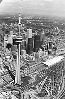 Canada - Ontario - Toronto - Skyline, CN Tower<br /> <br /> Photo : Boris Spremo - Toronto Star archives - AQP