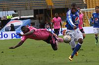 BOGOTÁ -COLOMBIA-9-ABRIL-2016.Elkin Blanco (Der.) de Millonarios  disputa el balón con *11b* (Izq.) de Boyacá Chicó durante partido por la fecha 12 de Liga Águila I 2016 jugado en el estadio Nemesio Camacho El Campin de Bogotá./ Elkin Blanco(R) of Millonarios fights for the ball with XXXXX (L) of Boyaca Chico during the match for the date 12 of the Aguila League I 2016 played at Nemesio Camacho El Campin stadium in Bogota. Photo: VizzorImage / Felipe Caicedo / Staff