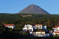 Vulkan Pico Alto, blick von Sao Roque, auf der Insel Pico, Azoren, Portugal