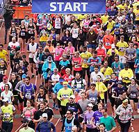 Nederland - Amsterdam - 2019 . De Marathon van Amsterdam. De start in het Olympisch Stadion.    Foto mag niet in negatieve / schadelijke context gepubliceerd worden.   Foto Berlinda van Dam / Hollandse Hoogte