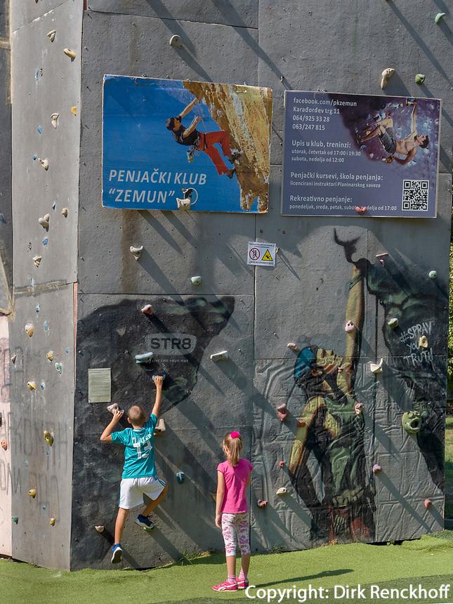 Kletterturm am Zemuner Kai - Zemurski kej, Belgrad, Serbien, Europa<br /> Climbing Tower near Zemmun Quai; Belgrade; Serbia; Europe