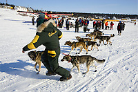 Jeff King turns team around again to leave White Mtn chkpt 2nd time during 2006 Iditarod Alaska Winter