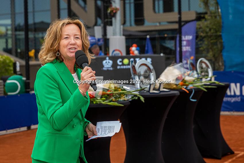 Amstelveen, Netherlands, 10 Juli, 2021, National Tennis Center, NTC, Amstelveen Womans Open, Doubles final: pricegiving with Mariette Verbruggen<br /> Photo: Henk Koster/tennisimages.com