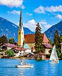 Deutschland, Bayern, Oberbayern, Tegernseer Tal, Tegernsee: Blick auf Rottach-Egern, Malerwinkl | Germany, Bavaria, Upper Bavaria, Tegernseer Valley, Lake Tegern: view at Rottach-Egern with church amd Bavarian Alps