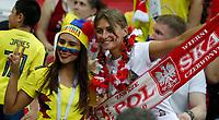KAZAN - RUSIA, 24-06-2018: Hinchas de Colombia y Polonia animan a su equipo durante partido de la primera fase, Grupo H, entre Polonia y Colombia por la Copa Mundial de la FIFA Rusia 2018 jugado en el estadio Kazan Arena en Kazán, Rusia. / Fans of Colombia and Poland cheer for their team during the match between Polonia and Colombia of the first phase, Group H, for the FIFA World Cup Russia 2018 played at Kazan Arena stadium in Kazan, Russia. Photo: VizzorImage / Julian Medina / Cont
