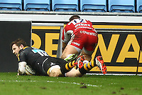 01.03.2015.  Coventry, England.  Aviva Premiership. Wasps versus Gloucester Rugby.  Elliot Daly (Wasps)  scores a try