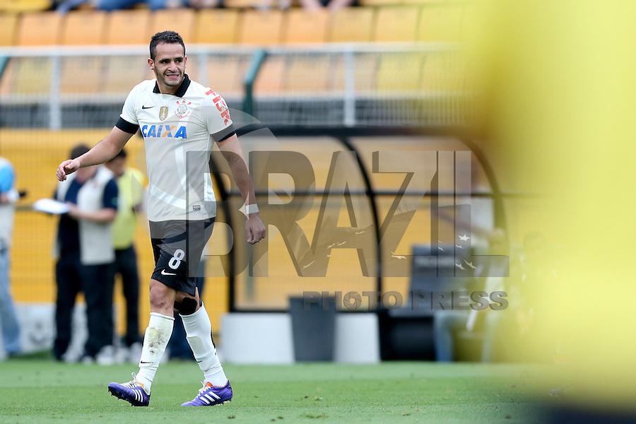 SAO PAULO, 17 DE NOVEMBRO DE 2013 - CORINTHIANS X VASCO - O jogador Renato Augusto lamenta chance perdida. Os times do Corinthians e Vasco se enfrentam na tarde de hoje, 17, no ERstádio do Pacaembú, pARTIDA V´ALIDA PELA TRIG´ESIMA QUINTA RODADA DO CAMPEONATO BRASILEIRO. FOTO: PAULO FISCHER/BRAZIL PHOTO PRESS.,