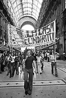 - manifestation for the right to the home in Vittorio Emanuele II gallery (Milan, 1975)....- manifestazione per il diritto alla casa in galleria Vittorio Emanuele II (Milano, 1975)