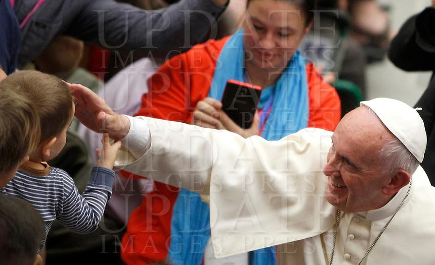 Francesco benedice un bambino al suo arrivo a un'udienza ai partecipanti al Giubileo delle Persone socialmente escluse, in aula Paolo VI, Citta' del Vaticano, 11 novembre 2016.<br /> Pope Francis blesses a child at the end of a Jubilee audience with people socially excluded in Paul VI hall at the Vatican 11 November, 2016.<br /> UPDATE IMAGES PRESS/Isabella Bonotto<br /> <br /> STRICTLY ONLY FOR EDITORIAL USE Papa