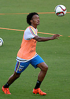 BARRANQUILLA - COLOMBIA - 06-10-2015: Juan Guillermo Cuadrado jugador de la seleccion Colombia de futbol durante el segundo día de entrenamiento en el Polideportivo de la Universidad Autonoma del Caribe antes de su encuentro contra  la seleccion del Perú por la calsificación a la Copa Mundial de la FIFA Rusia 2018.  / Juan Guillermo Cuadrado player of the Soccer Colombia Team during the second day of training at Polideportivo of the Universidad Autonoma del  Caribe before match against of Peru Soccer team for the qualifying to 2018 FIFA World Cup Russia.<br /> Russia. Photo: VizzorImage / Alfonso Cervantes / Cont