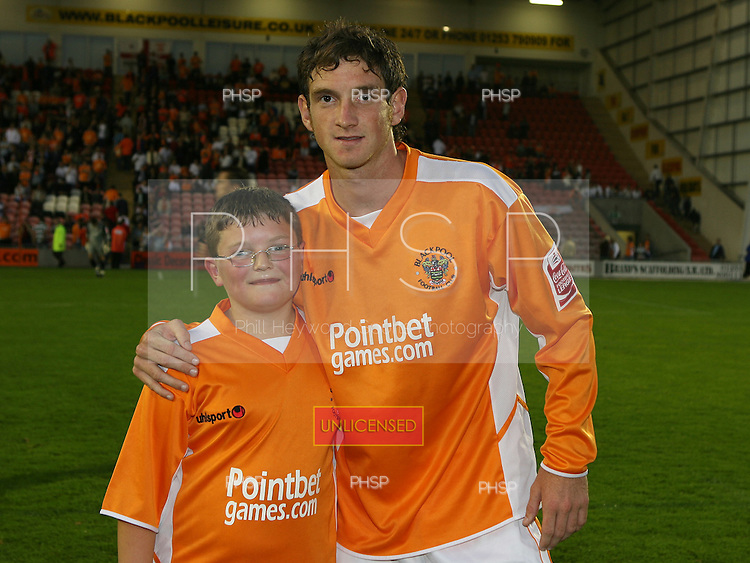 Blackpool v Chesterfield crop.0663 Mascot