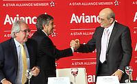 BOGOTA - COLOMBIA- 28 -05-2013 : Aerolíneas Integradas en Avianca Holdings S.A.,presentaron su marca comercial única :Avianca.De izquierda a derecha:Licenciado Roberto Kriete,Presidente de la Junta Directiva Avianca Holdings S.A. ,  Fabio Villegas Ramírez ,Presidente  Ejecutivo y CEO de Avianca    y el  presidente de la Junta Directiva de Avianca señor Germán Efrómovich . Integrated into Avianca Airlines Holdings SA, presented their unique trademark: Avianca. left to right: Mr. Roberto Kriete, Chairman of the Board Avianca Holdings SA ,  Fabio Villegas Ramirez, President and CEO of Avianca <br /> the  Chairman of the Board Mr. Germán Efromovich Avianca   (Foto: VizzorImage / Felipe Caicedo /Staff)