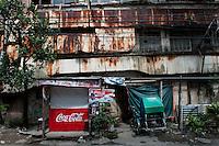 Philippines, Manila, 5 march, 2008..Ruined street in Intramuros the oldest district of the city of Manila...Vervallen straat in Intramuros, het oudste district van Manila, de hoofdstad van de Filippijnen...Photo Kees Metselaar
