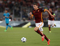 Calcio, Champions League, Gruppo E: Roma vs Barcellona. Roma, stadio Olimpico, 16 settembre 2015.<br /> Roma's Edin Dzeko in action during a Champions League, Group E football match between Roma and FC Barcelona, at Rome's Olympic stadium, 16 September 2015.<br /> UPDATE IMAGES PRESS/Isabella Bonotto<br /> <br /> *** ITALY AND GERMANY OUT ***