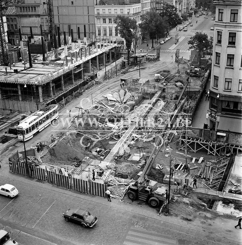 Werken aan de De Keyzerlei in Antwerpen in 1970.