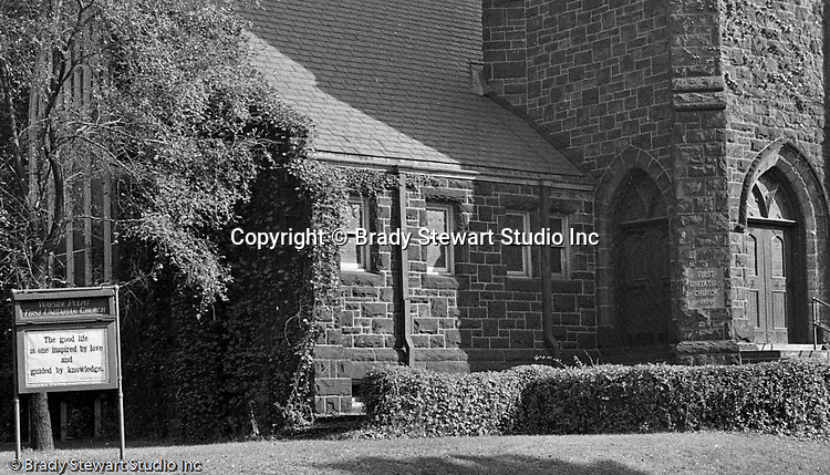 Pittsburgh PA:  View of the First Unitarian Church of Pittsburgh.  Located in the Shadyside section of Pittsburgh, the church was dedicated in 1904.