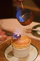 Europe/France/Rhône-Alpes/74/Haute-Savoie/Megève: Restaurant 1920, au Chalet du Mont d'Arbois - Le soufflé Rothschild flambé  au Grand Marnier,