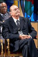 JACQUES CHIRAC. LE PRESIDENT SENEGALAIS ABDOULAYE WADE RECOIT LE PRIX FELIX HOUPHOUÀT- BOIGNY POUR LA RECHERCHE DE LA PAIX, A L' UNESCO. #