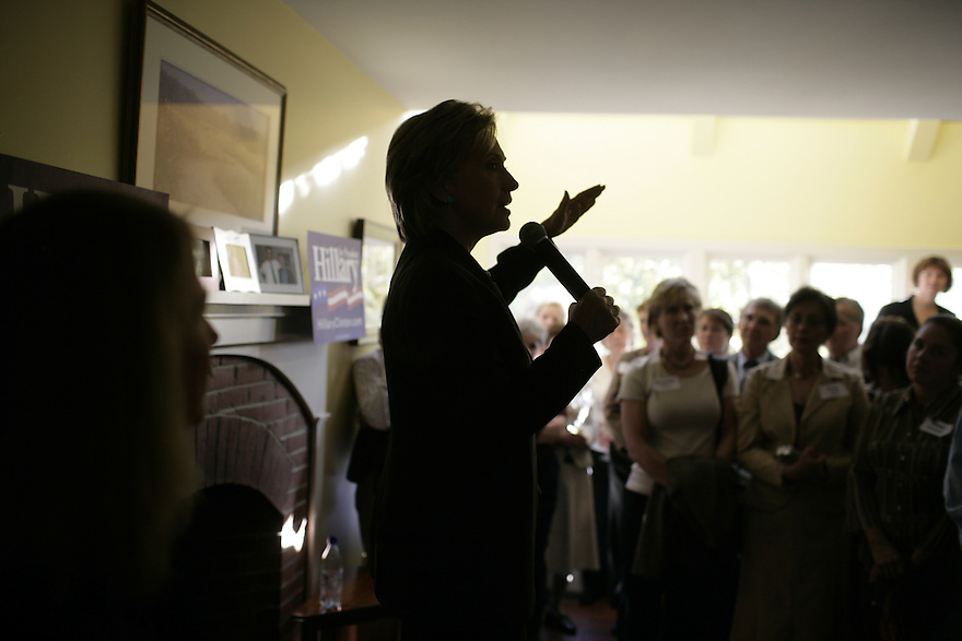 Democratic presidential candidate Hillary Clinton campaigns in Bedford, NH.<br /> Photo by Brooks Kraft/Corbis