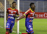 PASTO - COLOMBIA, 09-05-2015: Julio Quiñones (Der) jugador del  Deportivo Pasto celebra un gol anotado al Cucuta Deportivo durante partido por la fecha 19 Liga Águila I 2015 jugado en el estadio La Libertad de Pasto./ Julio Quiñones (Der) player of Deportivo Pasto celebrates a goal scored to Cucuta Deportivo during the match for the 19th date of Aguila  League I 2015 played at La Libertad stadium in Pasto. Photo: VizzorImage / Leonardo Castro / Cont