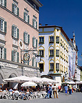 Deutschland, Bayern, Oberbayern, Rosenheim (Altstadt): Straßencafes am Max-Josefs-Platz   Germany, Bavaria, Upper Bavaria, Rosenheim (old town): cafes at Max-Josefs-square