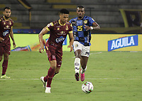 IBAGUE -COLOMBIA, 7-11-2020:Xxx del Deportes Tolima  disputa el balón con xxx de  Boyacá Chicó durante partido entre Deportes Tolima y Boyacá Chicó por la fecha 18 de la Liga BetPlay DIMAYOR I 2020 jugado en el estadio estadio Manuel Murillo Toro de la ciudad de Ibagué. / xxx of Deportes Tolima  struggles the ball with xxx of Boyaca Chico  during match between Deportes Tolima  and Boyaca Chico  for the date 18 BetPlay DIMAYOR League I 2020 played at Manuel Murillo Toro  stadium in Ibague city. VizzorImage/  Juan Torres / Contribuidor