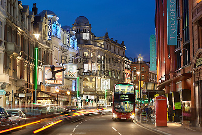 United Kingdom, England, London: Shaftesbury Avenue theatres | Grossbritannien, England, London: Shaftesbury Avenue, die Theaterstrasse Londons