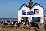 Grossbritannien, England, Kent, Whitstable: Old Neptune pub am Strand | Great Britain, England, Kent, Whitstable: Old Neptune pub on beach